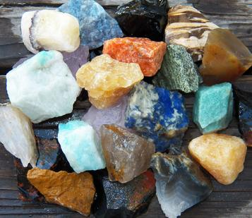 rose quartz, serpentinite, amazonite, leopard jasper, yellow, red, tourmaline, prasiolite, sodalite, blue quartz, calcite, smoky, smokey