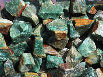 Photo of green aventurine from india, rough tumbling rock