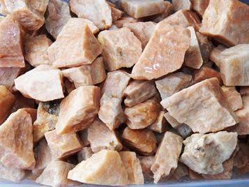 Peach moonstone feldspar rough rock for tumbling albite from India