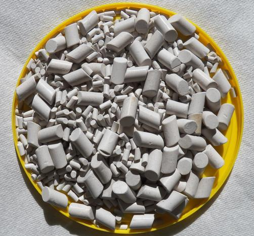 photo of mixed size ceramic media for cushioning rocks during the rock tumbling process